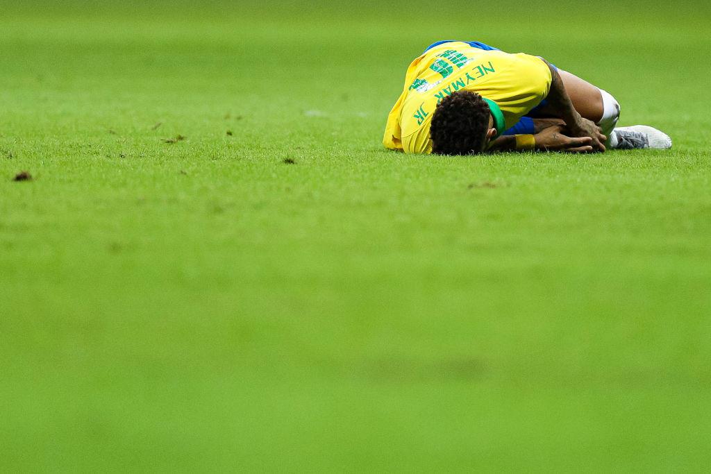 Un 2019 già da incubo regala un altro dispiacere a Neymar: dopo l'infortunio al piede destro di gennaio (che lo aveva costretto a saltare 18 partite) e le accuse di stupro da parte di una modella, un altro grave crac, questa volta alla caviglia destra, lo ha costretto ad uscire anzitempo dall'amichevole del Brasile contro il Qatar e lo obbligherà a saltare la Copa America che partirà il 15 giugno.