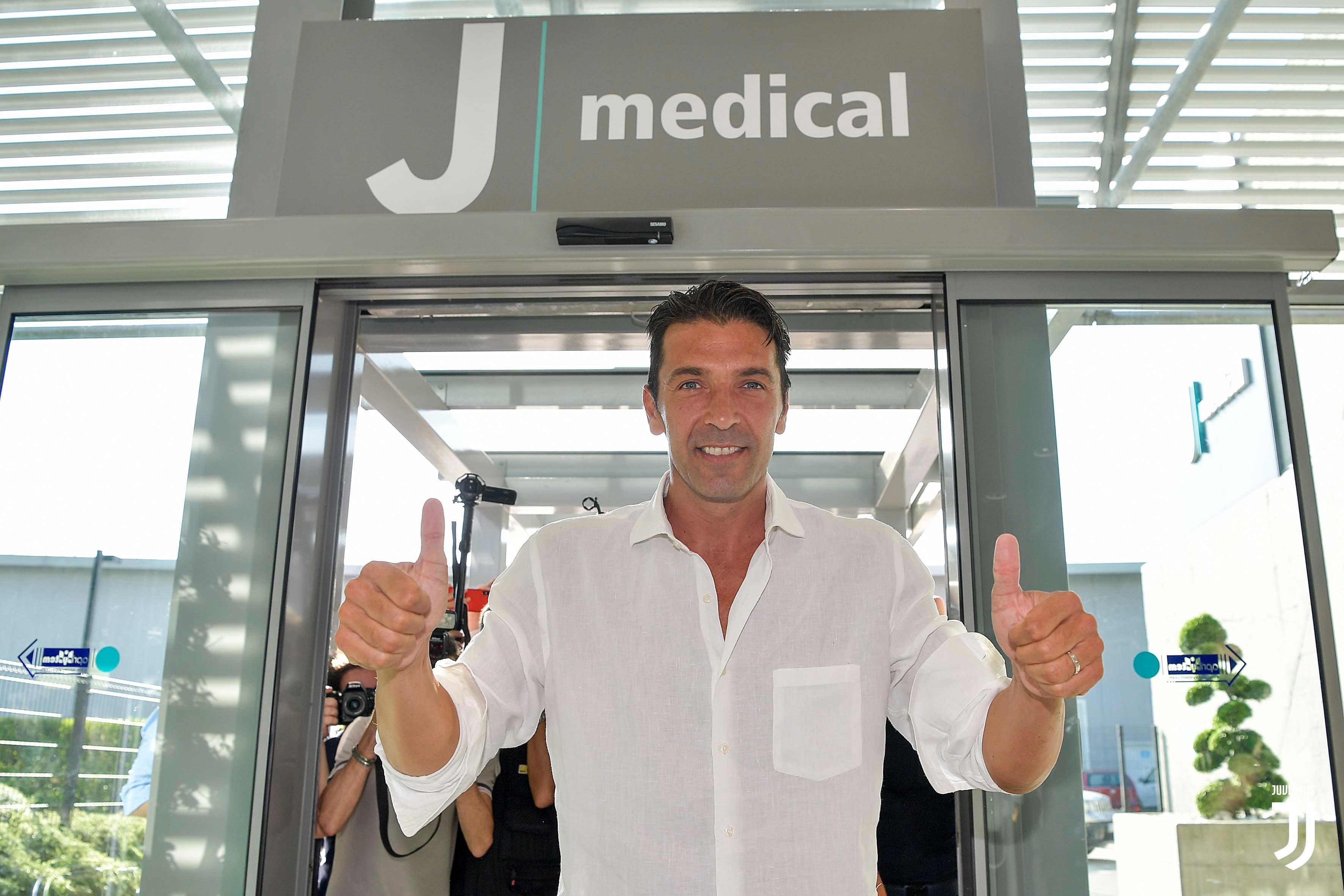 Buffon è tornato a casa sua. Dopo le visite mediche di rito al J Medical e la firma sul nuovo contratto, il portiere bianconero a margine di un evento...