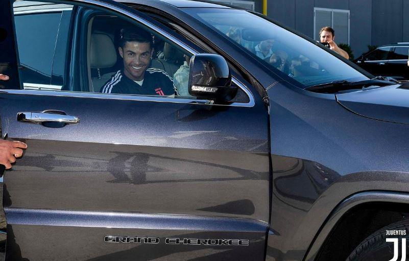 È cominciata alle 9 la stagione di Cristiano Ronaldo. CR7 è arrivato di prima mattina al J Medical per fare le visite mediche di rito, tra gli applaus...