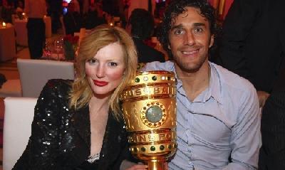 Toni e la moglie Marta ai tempi del titolo al Bayern, Lapresse