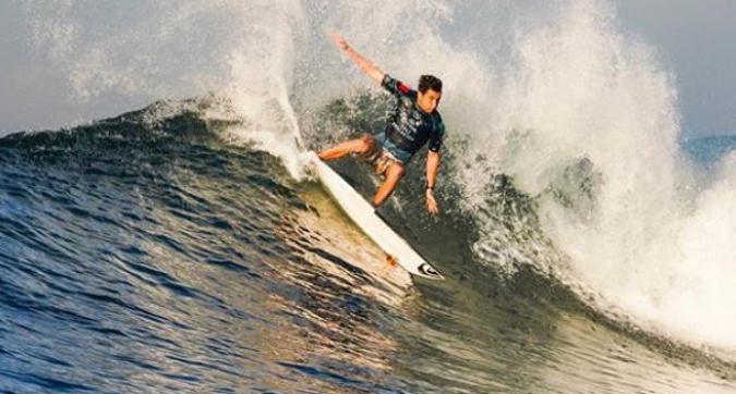 Surf, che impresa per Leonardo Fioravanti ha battuto il campione del mondo Gabriel Medina