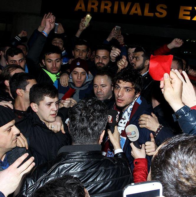 Turchia, la protesta dei cartellini rossi