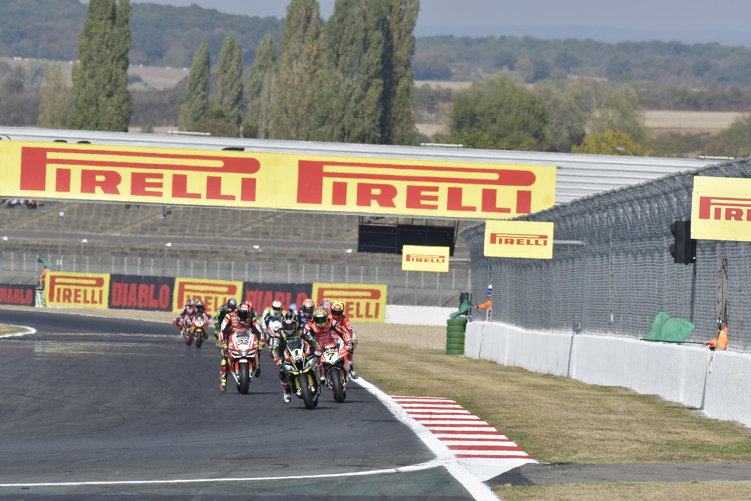 Superbike, Rea concede il bis anche a Magny-Cours