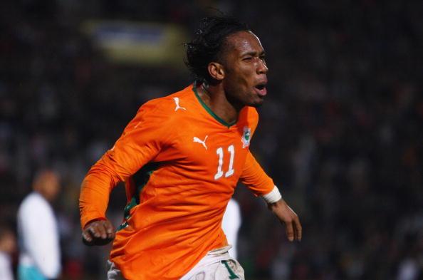 Drogba è anche un simbolo della nazionale della Costa d'Avorio con cui ha giocato 105 partite ufficiali e segnando 65 reti