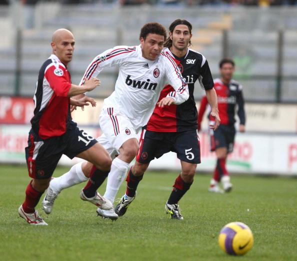 2007: il Milan acquista Ronaldo dal Real Madrid. Anche appesantito, mostrerà lampi di classe segnando 7 gol in 14 partite