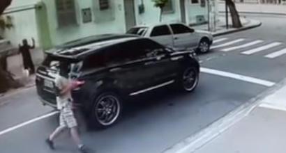 Brasile, Jefferson minacciato e rapinato al semaforo: gli rubano l'auto