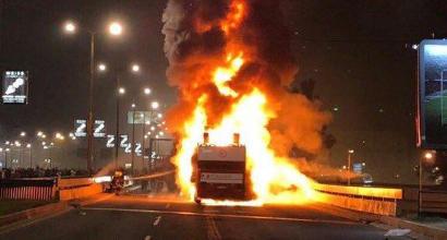 Titolo Stella Rossa, il bus scoperto prende fuoco