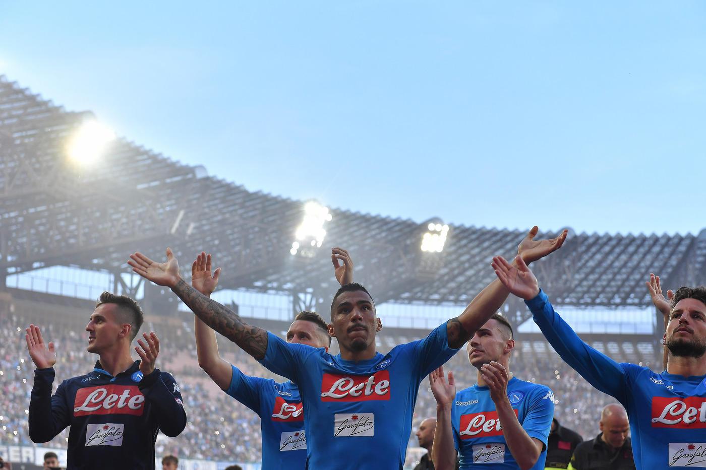 Stavolta niente miracolo, il Crotone retrocede in Serie B. Implacabile il Napoli, che saluta il suo pubblico al San Paolo (tutto esaurito) vincendo 2-1 con i gol nel primo tempo di Milik e Callejon. Inutile nel finale la rete di Tumminello. Vittoria da record per il Napoli, prima squadra a superare i 90 punti (91) senza vincere il campionato. Il Crotone torna in B dopo due stagioni chiudendo a 35 punti, uno in più dell'anno scorso, quando si salvò.