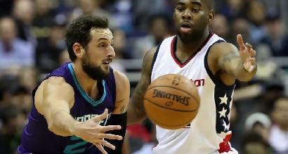Basket, Nba: Harden stende i Nuggets, orgoglio Hornets