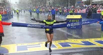 """Pioggia, vento e freddo """"polare"""": a Boston una maratona da pazzi! La vittoria va a Kawauchi e Linden"""