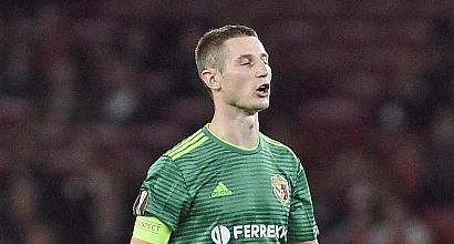 Europa League, incredibile Chesnakov: si sputa sulla mano e si lava la faccia
