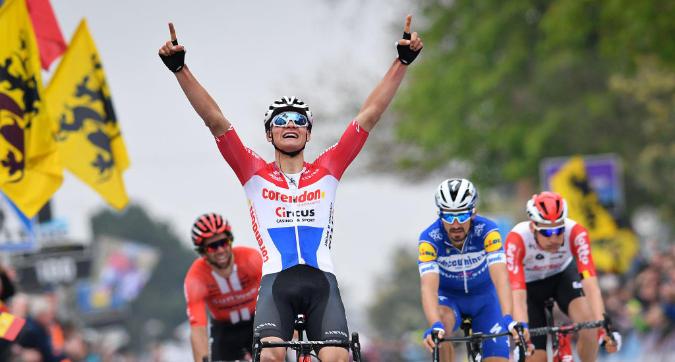 Ciclismo, Amstel Gold Race: vittoria da fenomeno di van der Poel