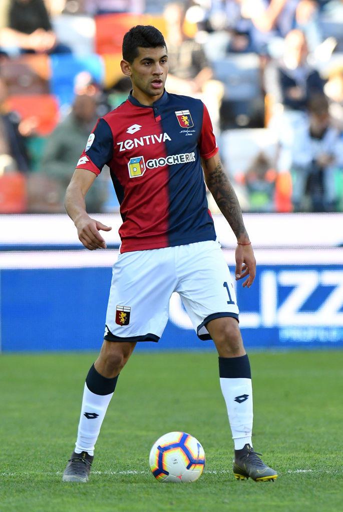 Cristian Romero, difensore el Genoa: già bloccato, rimarrebbe comunque un altro anno in rossoblù