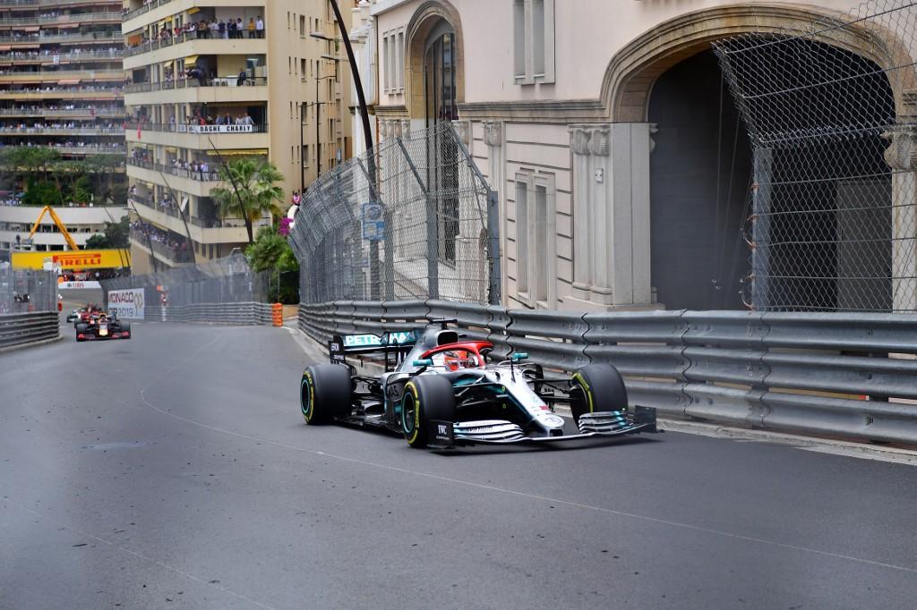 Il britannico vince davanti a Vettel e Bottas, allungando a + 17 sul compagno in classifica