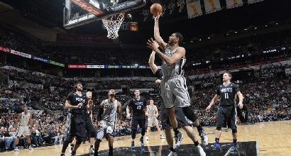 Nba: vittorie facili per Spurs e Kings