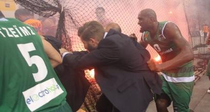 Basket, Grecia: al Panathinaikos il titolo, fumogeni e petardi nel palazzetto