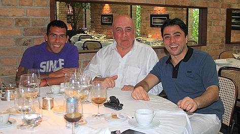 Gennaio 2012: Tevez e il suo procuratore pranzano con Adriano Galliani. L'argentino però non va al Milan, sei mesi dopo firma con la Juve