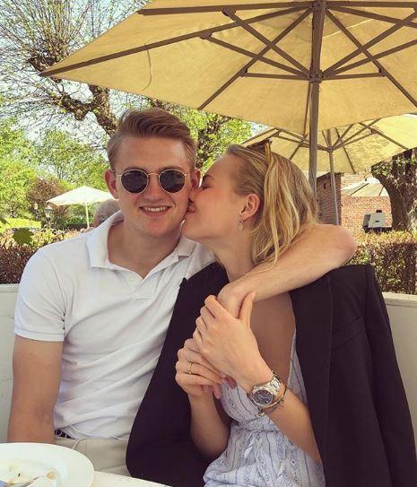 A Torino, con Matthijs De Ligt, è sbarcata anche la fidanzata del difensore olandese, Annekee Molenaar. E nel giorno dell'ufficialità del trasferiment...