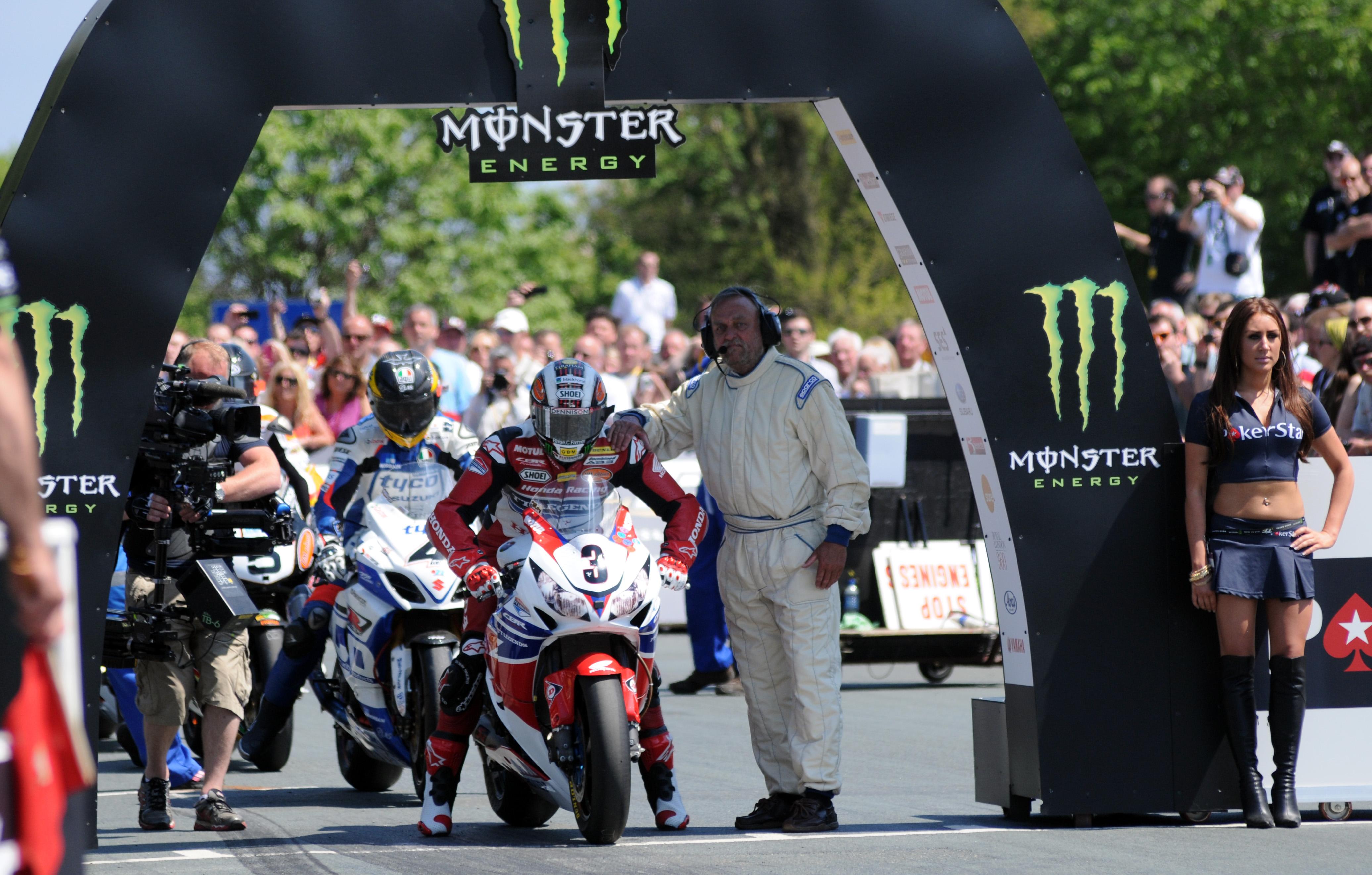 Tourist Trophy, solo McGuinness batte Michael Dunlop
