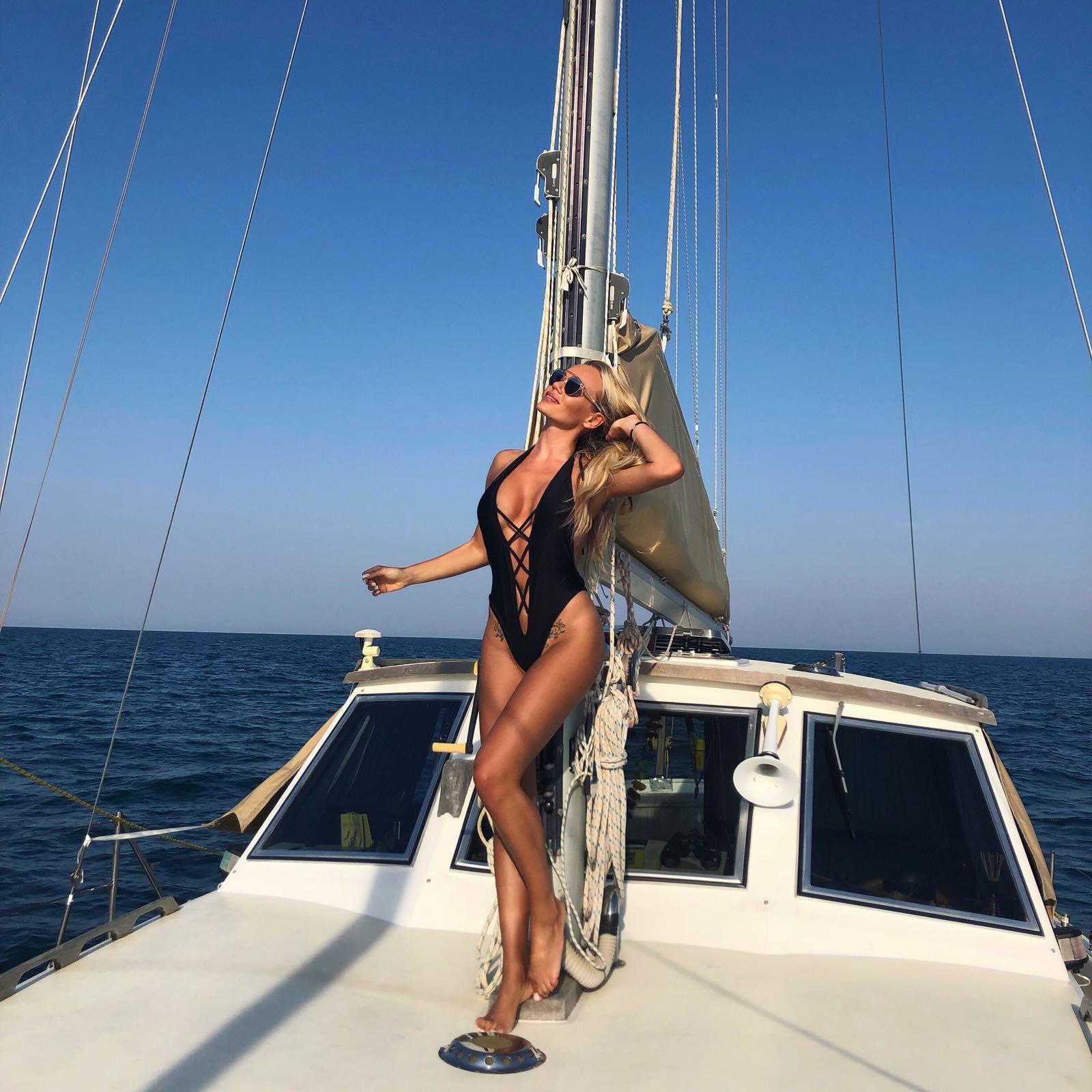 Cresciuta con le magie di AlessandroDel Piero, Diana Tinari è diventata una grandissima tifosa della Juve.La bionda modella, infatti, non perde una partita dei bianconeri.