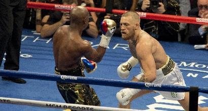 Boxe: Mayweather vince l'incontro del secolo