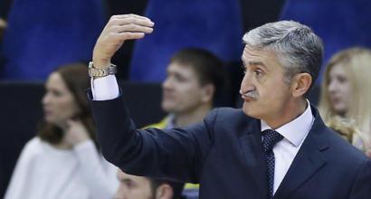 Basket, foto con flebo ai giocatori della Scafati: si dimette il tecnico Calvani