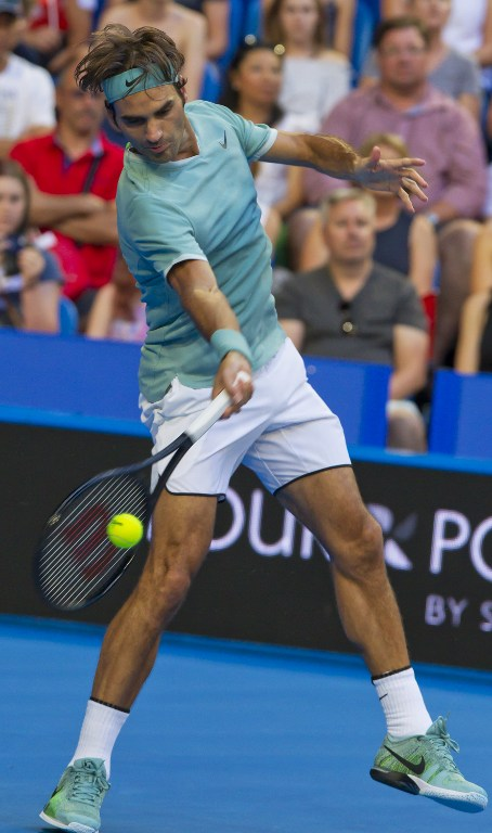 Tennis, Federer torna in campo e vince