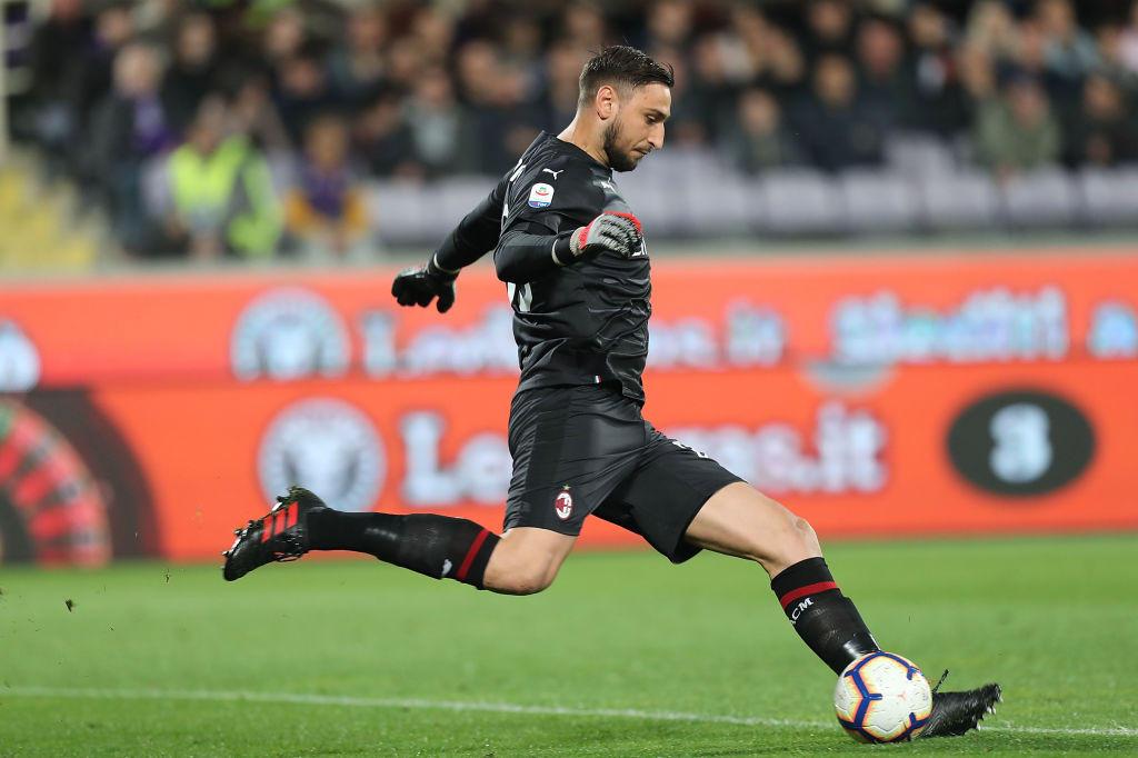 C'è il Paris Saint Germain su Gigio Donnarumma. Il Milan trema. Il club parigino è pronto a mettere sul piatto i 50 milioni della sua valutazione, e a offrire al portiere un ingaggio da top player.