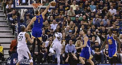 Nba, playoff: Curry e Green show, gli Warriors volano in finale di conference