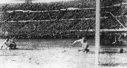 La seconda squadra, gli anni 30: Uruguay la grande, Austria la bella, Indie Olandesi la simpatica