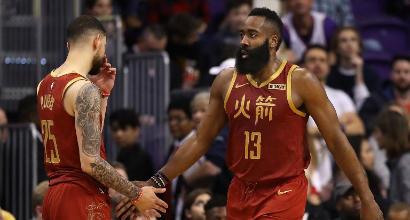 Nba: i Kings stendono gli Spurs di Belinelli, Harden show contro Phoenix