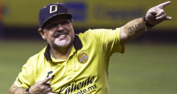 Maradona si congratula con Mertens:
