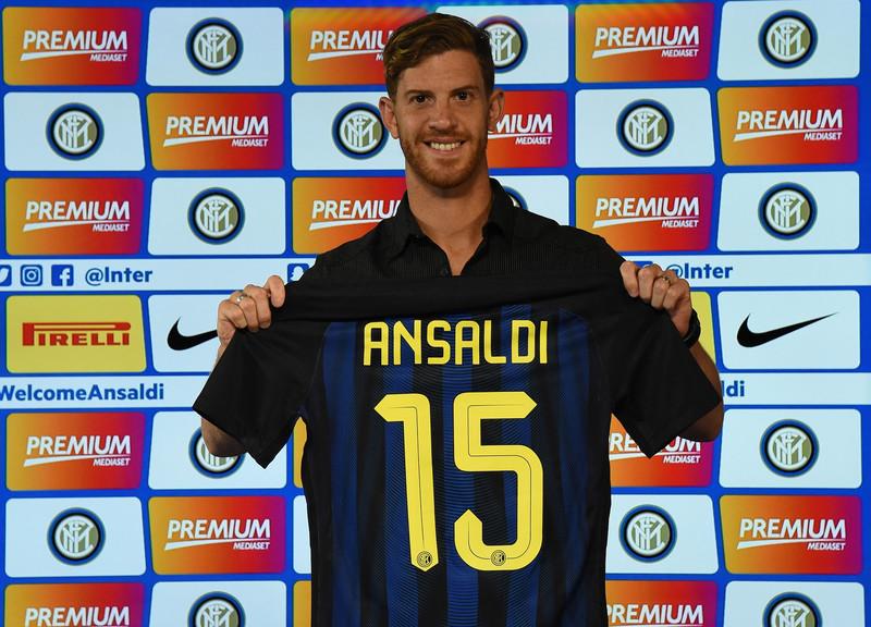 Inter, Ansaldi si presenta: le foto