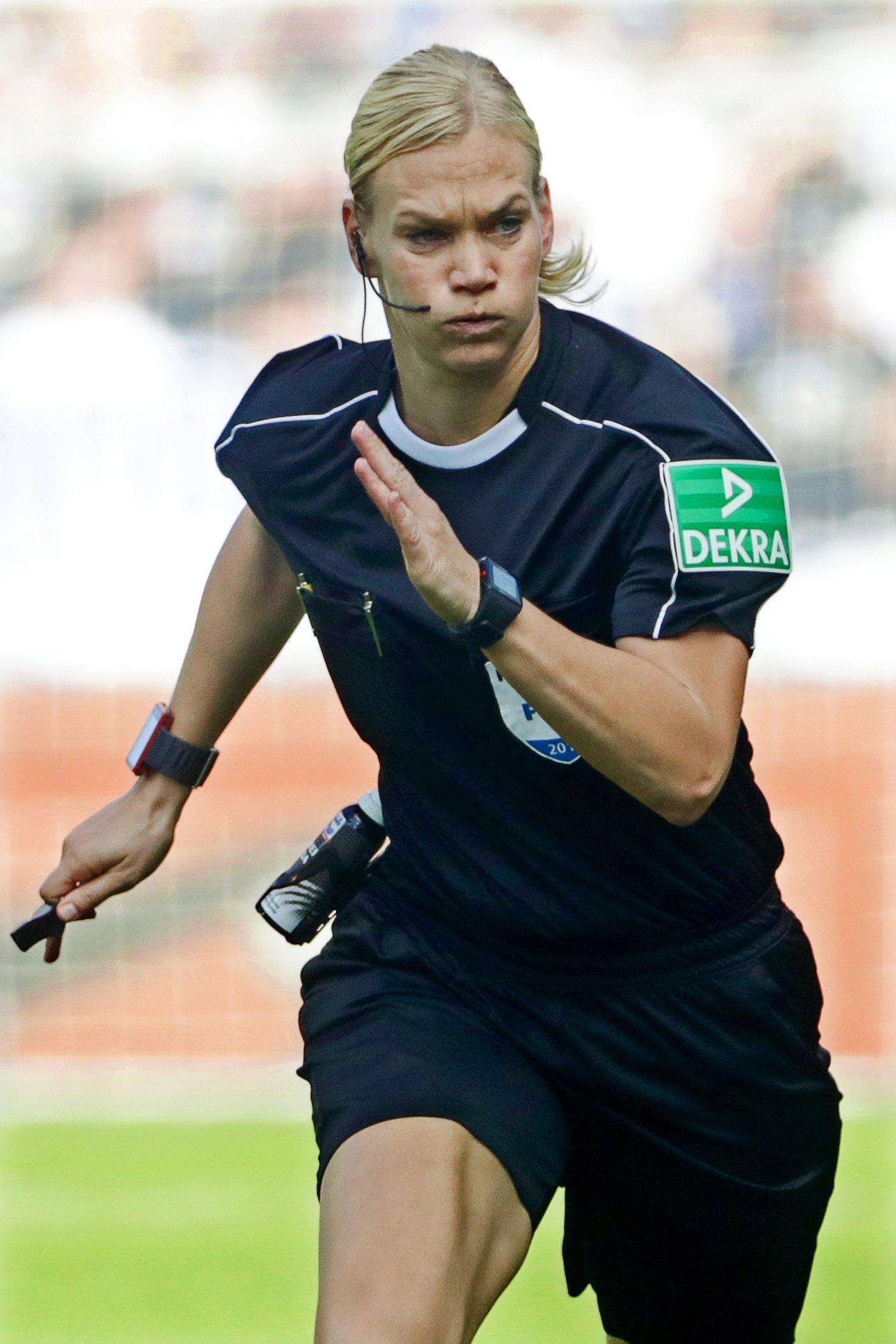 Bundesliga: Bibiana Steinhaus primo arbitro donna