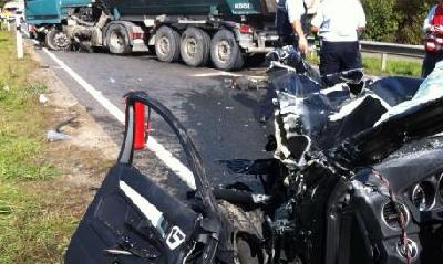La macchina dopo l'incidente, foto Bild.de