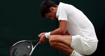 Wimbledon, clamoroso: Djokovic costretto al ritiro, Federer in semifinale