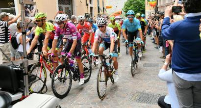 Giro d'Italia: poker di Viviani, altro sprint vincente