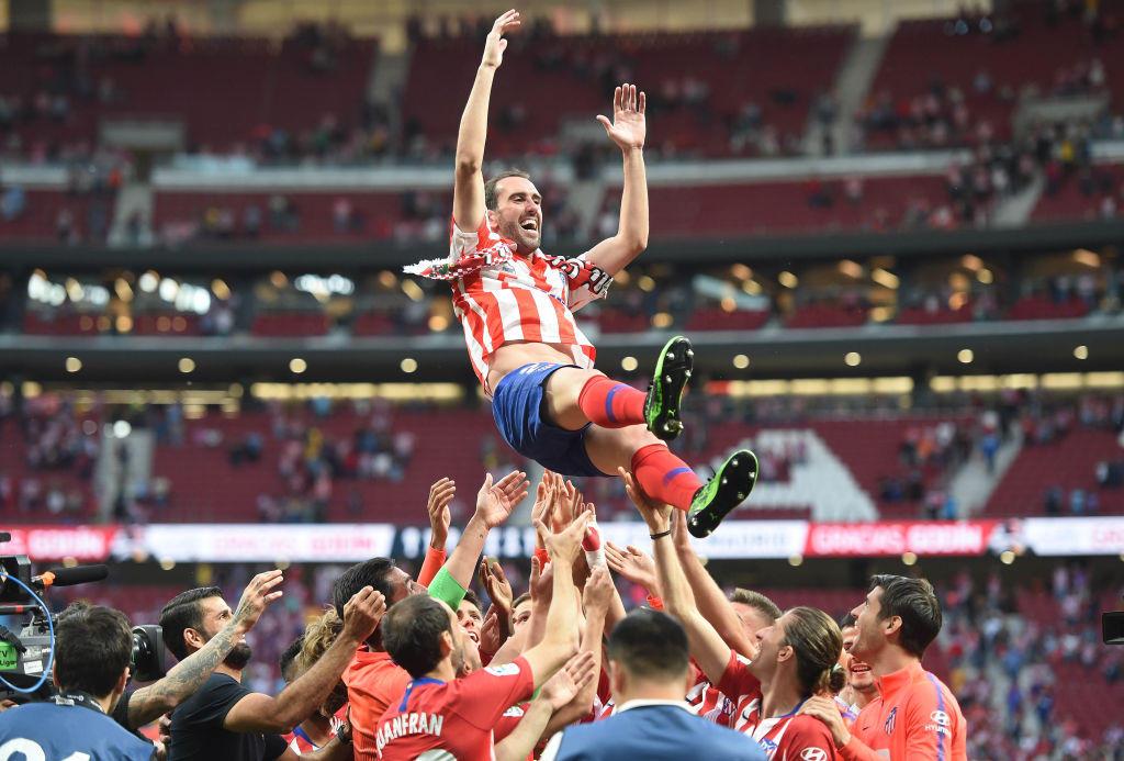 Diego Godin, 33 anni, ha lasciato fascia e maglia dell'Atletico Madrid: passerà all'Inter