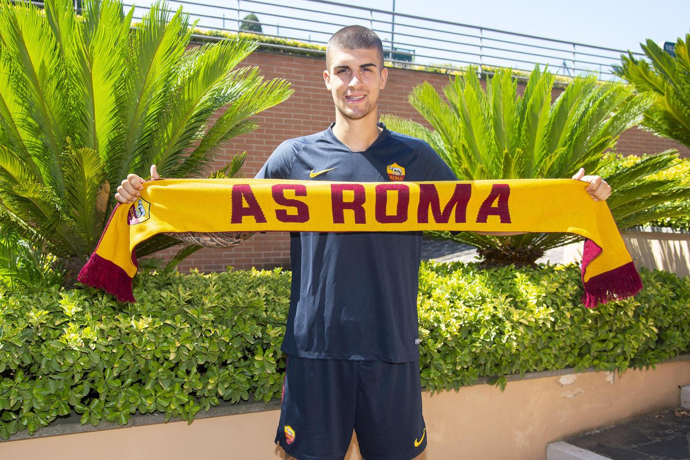 Gianluca Mancini è arrivato a Villa Stuart per sostenere le visite mediche di rito prima di firmare con la Roma.