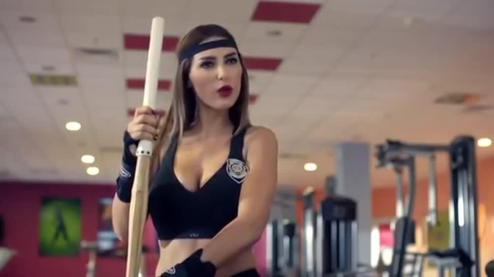 Yolanthe, sexy poliziotta - Pazzosport