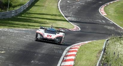 La Porsche 919 Hybrid Evo batte il record dell'