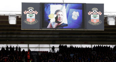 Premier League, offese alla memoria di Sala: arrestati due tifosi del Southampton