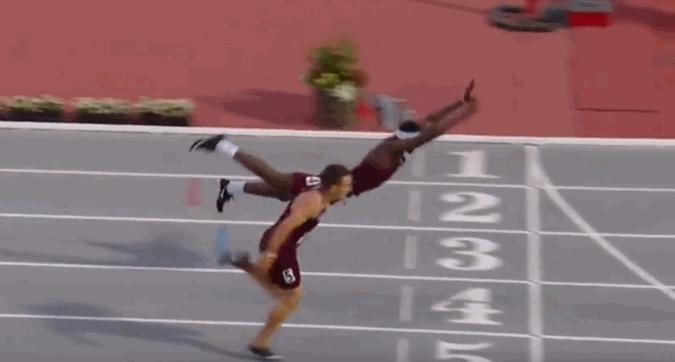 Atletica, il tuffo di Infinite Tucker per vincere i 400m ostacoli