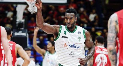 Basket, Serie A playoff: Milano crolla ed è con le spalle al muro, Sassari in semifinale