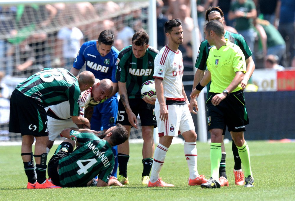 Il Sassuolo vince 3-2, rossoneri furiosi con l'arbitro per il gol fantasma di Berardi.<br /><br />