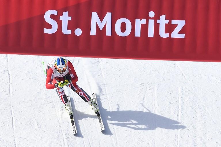 """Lo svizzero Beat Feuz vince sulle nevi di casa di St. Moritz l'oro mondiale nella discesa maschile con il tempo di 1'38""""91. L'elvetico si impone con 12 centesimi di vantaggio sul canadese Erik Guay, trionfatore del Super Gigante. Il bronzo va all'austriaco Max Franz che accusa un ritardo di 37 centesimi. Grande delusione ancora una volta per i colori azzurri con Peter Fill nono (+0""""65) e Dominik Paris fuori dalla Top 10 (+0""""89)."""