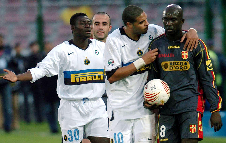 27 NOVEMBRE 2005, MESSINA-INTER: MARC ZORO Il difensore ivoriano, dopo aver sentito dei cori razzisti proveniente dal settore ospiti, prende il pallone e si dirige fuori dal campo minacciando di non giocare più. Alcuni giocatori dell'Inter come Martins e Adriano lo convincono a proseguire
