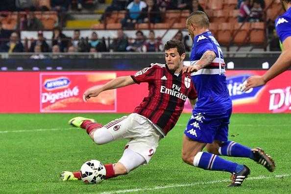 Mattia Destro, stagione 2014-15: arriva a gennaio, con Galliani che per convincerlo suona al suo citofono. Segna 3 gol in 15 partite. E l'estate successiva va via.