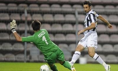 Il gol di Vucinic (Ansa)