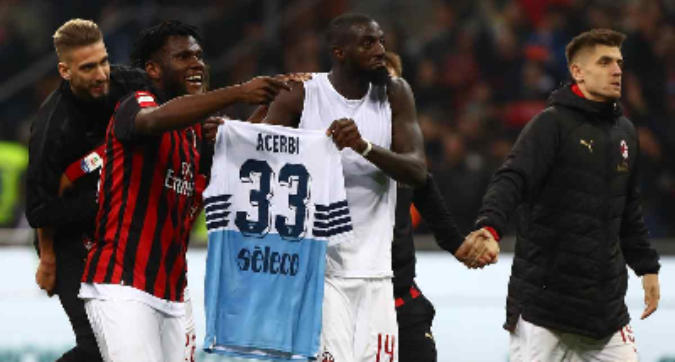"""Caso Acerbi, comunicato ufficiale del Milan: """"Un gesto innocente"""""""